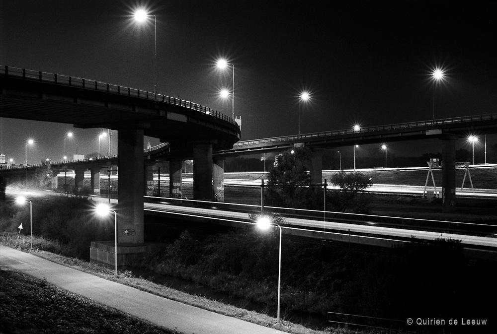Het knooppunt Prins Clausplein bij Den Haag. A4 en A12 snelweg.