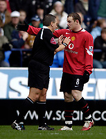 Photo: Jed Wee.<br />Bolton Wanderers v Manchester United. The Barclays Premiership. 01/04/2006.<br />Manchester United's Wayne Rooney (R) argues with referee Alan Wiley.