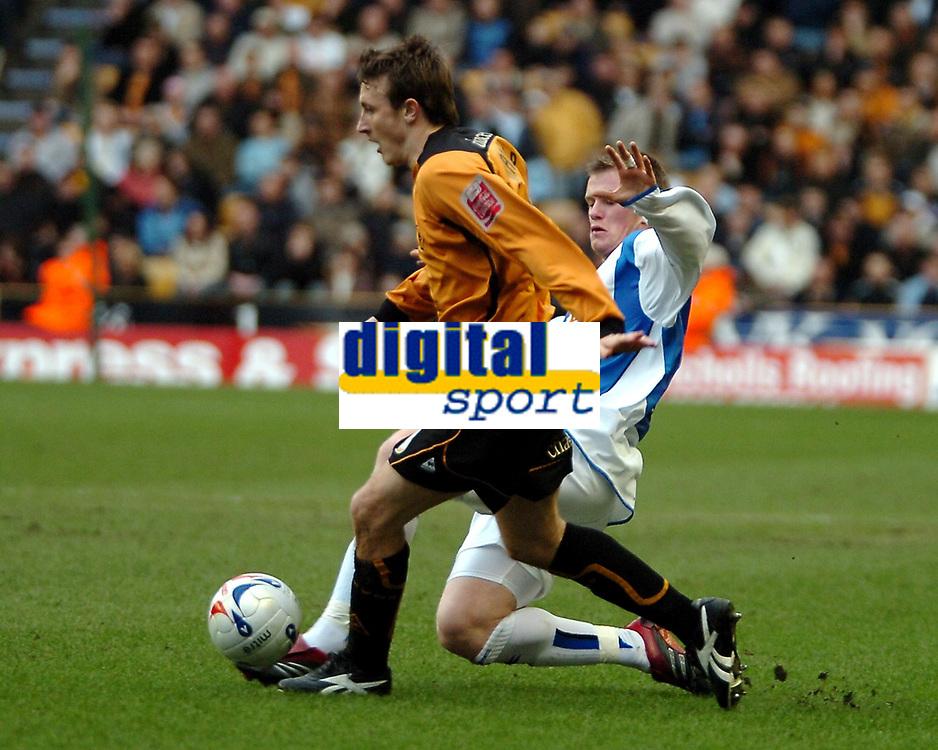 Photo: Ed Godden.<br />Wolverhampton Wanderers v Sheffield Wednesday. Coca Cola Championship. 25/03/2006. <br />Lee Naylor (L) makes his way forward for Wolves.