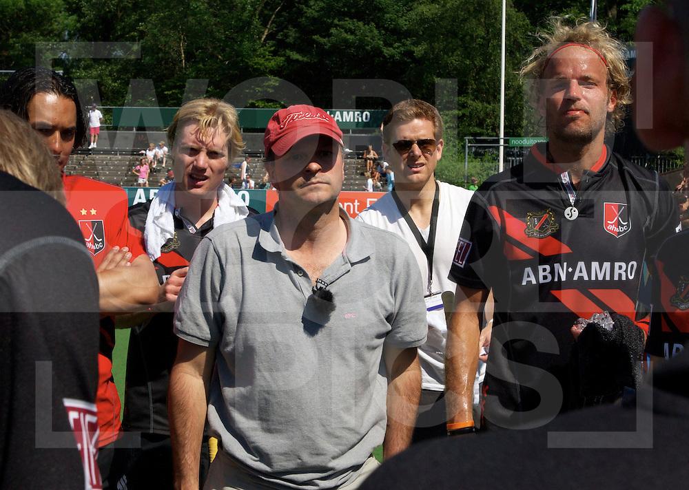 Amstelveen - Euro Hockey League .UHC Hamburg - Amsterdam H & BC .foto: Taco van den Honert met Floris Evers ( R )..FFU PRESS AGENCY COPYRIGHT FRANK UIJLENBROEK.