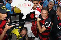20091206: RIO DE JANEIRO, BRAZIL - Flamengo vs Gremio: Brazilian League 2009 - Flamengo won 2-1 and celebrated the 6th Brazilian Championship of its history. In picture: Ronaldo Angelim (L) and Petkovic (R) celebrating victory. PHOTO: CITYFILES