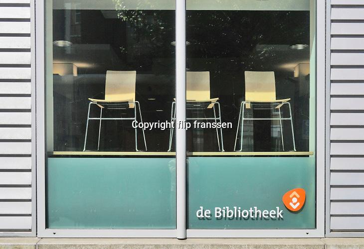 Nederland, Nijmegen, 30-4-2020 De binnenstad van Nijmegen is zo goed als leeg .  Mensen blijven thuis om zo min mogelijk risico te nemen ivm het corona virus . De openbare bibliotheek, bieb is dicht . Foto: Flip Franssen