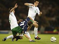 Fotball<br /> 08.09.2004<br /> Skottland v Slovenia<br /> Foto: SBI/Digitalsport<br /> NORWAY ONLY<br /> <br /> Scotland's James McFadden tumbles inbetween Slovenias Amir Karic and Milenko Acimovic