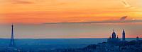 France, Paris (75), la basilique du Sacré Coeur, la butte Montmartre et la Tour Eiffel de nuit // France, Paris, Montmartre, Sacre Coeur Basilique and Eiffel Tower