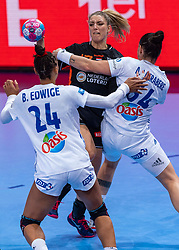 14-12-2018 FRA: Women European Handball Championships France - Netherlands, Paris<br /> Second semi final France - Netherlands / Nycke Groot #17 of Netherlands in action with Alexandra Lacrabere #64 of France, Beatrice Edwige #24 of France