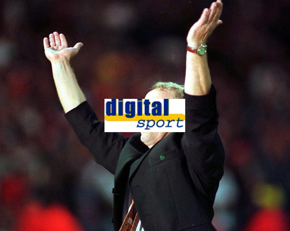 Fotball<br /> EM 1996<br /> Foto: Witters/Digitalsport<br /> NORWAY ONLY<br /> <br /> Berti VOGTS - Fussballtrainer Deutschland<br /> Tyskland v Tsjekkia 2:1 g.G.