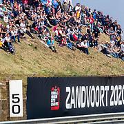 NLD/Zandvoort/20190518 - Jumbo Racedagen 2019, publiek in duinen met reclame voor de Heineken Dutch Formule 1 2020