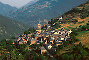 SPAIN, CATALUNYA, PYRENEES Valle de Aran; village of Vilac