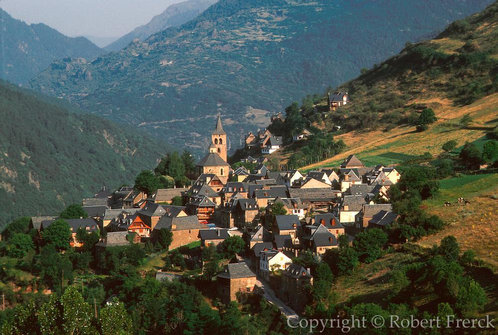 SPAIN, CATALUNYA, PYRENEES Valle de Aran; village of Vilac
