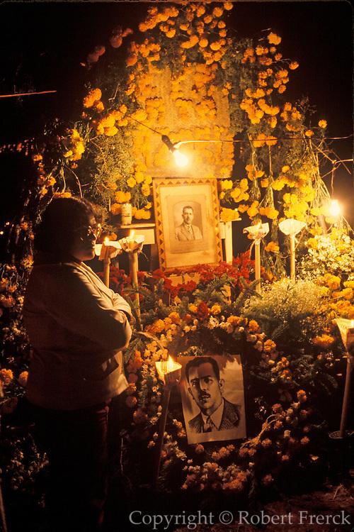 MEXICO, PATZCUARO, FESTIVALS Days of the Dead; altar in the cemetery