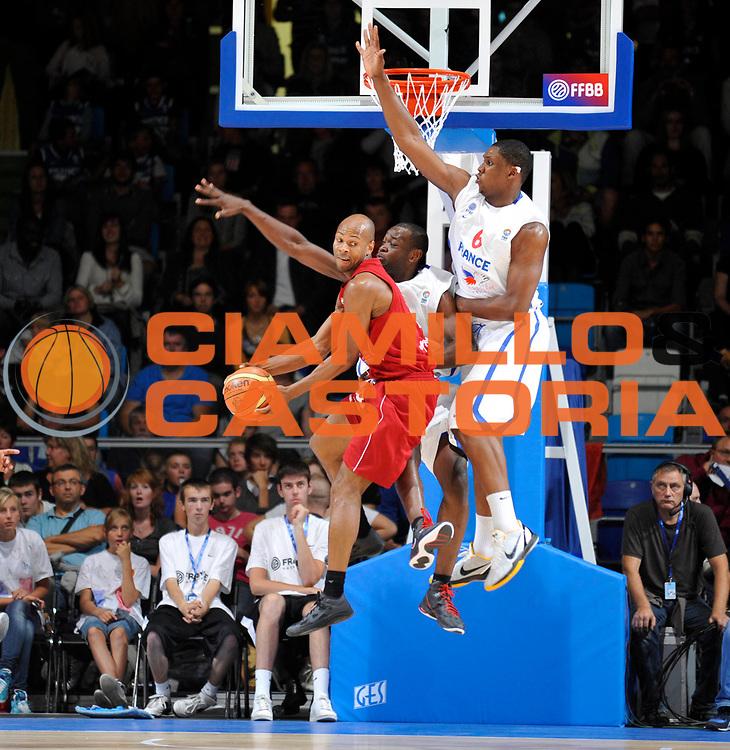 DESCRIZIONE : Equipe de France Homme Preparation Euro Lituanie France Belgique a Lievin<br /> GIOCATORE : Kahudi Charles Seraphin Kevin<br /> SQUADRA : France Homme <br /> EVENTO : Preparation Euro Lituanie<br /> GARA : France France Belgique<br /> DATA : 27/08/2011<br /> CATEGORIA : Basketball France Homme<br /> SPORT : Basketball<br /> AUTORE : JF Molliere FFBB<br /> Galleria : France Basket 2010-2011 Action<br /> Fotonotizia : Equipe de France Homme Preparation Euro Lituanie France  France Belgique a Lievin<br /> Predefinita :
