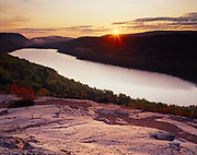 Sunrise over Lake of the Clouds, glacially carved landscape in the Porcupine Mountains, Porcupine Mountains Wilderness State Park, Upper Peninsula of Michigan.