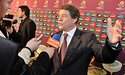 (R) OTTO REHHAGEL GERMAN COACH OF GREECE WITH JOURNALISTS AFTER THE UEFA EURO 2012 QUALIFYING DRAW IN PALACE SCIENCE AND CULTURE IN WARSAW, POLAND..THE 2012 EUROPEAN SOCCER CHAMPIONSHIP WILL BE HOSTED BY POLAND AND UKRAINE...WARSAW, POLAND , FEBRUARY 07, 2010..( PHOTO BY ADAM NURKIEWICZ / MEDIASPORT / SPORTIDA.COM ).