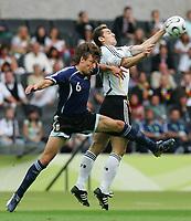 v.l. Gabriel Heinze, Miroslav Klose Deutschland<br /> Fussball WM 2006 Viertelfinale Deutschland - Argentinien<br /> Tyskland - Argentina<br /> Norway only