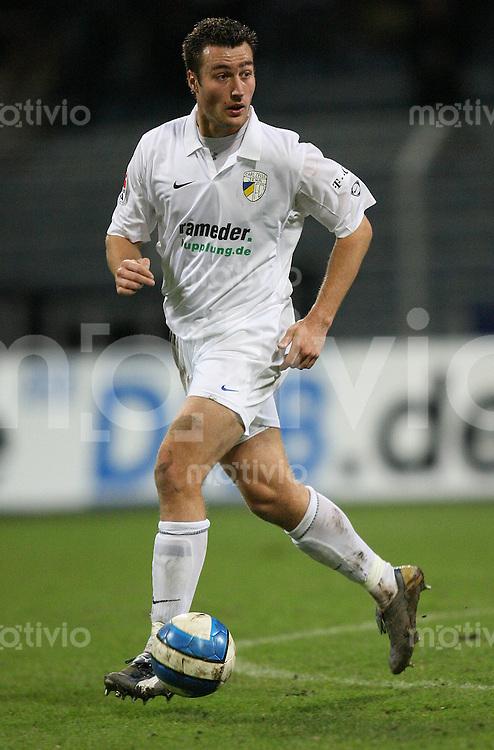 Jena , 190107 , Saison 2006/2007 ; Fussball 2.Bundesliga FC Carl Zeiss Jena - Kickers Offenbach  Leendert VAN STEENSEL (Jena) am Ball