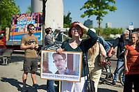 DEU, Deutschland, Germany, Berlin, 22.05.2014: <br />Gemeinsame Demonstration der Piratenpartei und des Aktionsbündnisses Snowden nach Berlin vor dem Paul-Löbe-Haus anlässlich der dort stattfindenden ersten Sitzung des NSA-Untersuchungsausschusses.