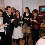 NLD/Apeldoorn/20051216 - Prinses Margriet en schoondochters bezoeken tentoonstelling Bruiden van Het Loo, prinses Marilene van den Broek, prins Floris, Anita van Eijk, Annet Sekreve, Aimee Söhngen, prinses Margriet