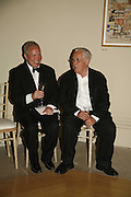 ANTONY PEATTIE AND Sir HOWARD HODGKIN, Royal Academy Annual dinner. Royal Academy, Piccadilly. 6 June 2006. ONE TIME USE ONLY - DO NOT ARCHIVE  © Copyright Photograph by Dafydd Jones 66 Stockwell Park Rd. London SW9 0DA Tel 020 7733 0108 www.dafjones.com