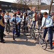 Scholieren fietscontrole achterterrein politieburo Huizen