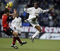Fotball<br /> Premier League 2004/05<br /> Bolton v Blackburn<br /> 28. desember 2004<br /> Foto: Digitalsport<br /> NORWAY ONLY<br /> Jay Jay Okocha leaps to get the ball