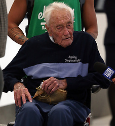 AU_1221224 - perth, AUSTRALIA  -  Australia's oldest working scientist David Goodall 104 years old is seen talking to media as he departs Perth Airport for Switzerland ahead of his euthanasia appointment.<br />