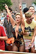 De jaarlijkse Canal Parade is onderdeel van de Amsterdam Gay Pride. Tijdens dit evenement vieren lesbiennes, homos, biseksuelen en transgenders (LHBT) dat ze mogen zijn wie ze zijn en mogen houden van wie ze willen. <br /> <br /> The annual Canal Parade is part of the Amsterdam Gay Pride. During this event lesbians, homosexuals, bisexuals and transgenders (LGBT) celebrate that they can be who they are and are allowed to love who they want.<br /> <br /> Op de foto / On the photo:  Stijn Fransen