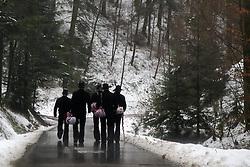 THEMENBILD - Der Begriff Wanderjahre bezeichnet die Zeit der Wanderschaft zünftiger Gesellen nach dem Abschluss ihrer Lehrzeit (Freisprechung), im Bild:  Wandergesellen auf der Walz, mit Wanderstock, Stenz und Berline, Symbolbild, aufgenommen in Winden, GER am 03.01.2015 // // THEME PICTURE - The term refers to the time wandering years of wandering hearty fellows after the completion of their apprenticeship (acquittal) in the image journeymen on the roll, with a walking stick, Stenz and Berline, symbolic image Winden in Winden, Germany on 2015/01/03. EXPA Pictures © 2015, PhotoCredit: EXPA/ Eibner-Pressefoto/ Fleig<br /> <br /> *****ATTENTION - OUT of GER*****
