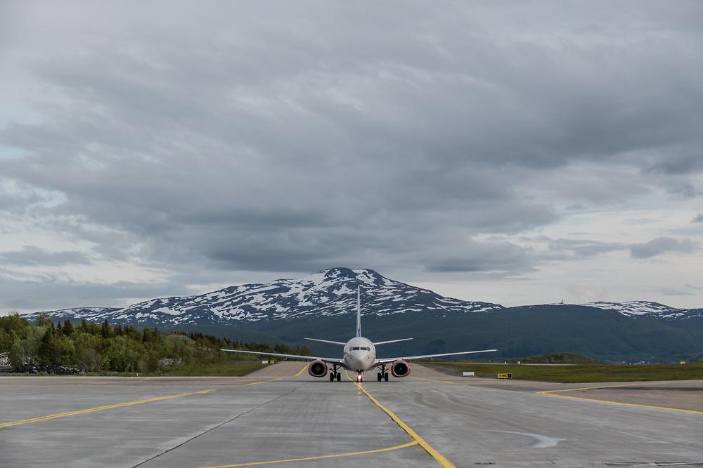 EVENES, 20 APRIL 2015: Et SAS-fly takser på rullebanen etter å ha landet på Evenes lufthavn.