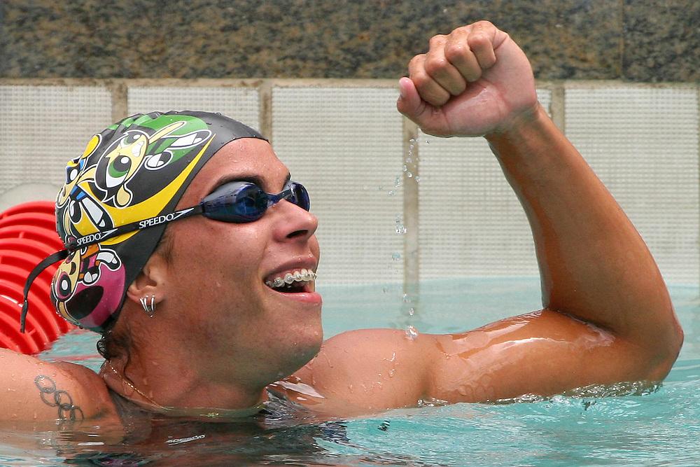 Belo Horizonte_MG, Brasil...Nadadora Rebeca Gusmao, do Brasil, na prova de 50m livre, durante a  ultima etapa da Copa do Mundo de Natacao 2006 em Belo Horizonte...The swimmer Rebeca Gusmao, of Brazil, in the 50m freestyle, during the last stage of the Swimming World Cup 2006 in Belo Horizonte...Foto: LEO DRUMOND / NITRO..