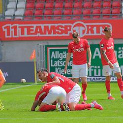 Fussball - 3.Bundesliga - Saison 2019/20<br /> Kaiserslautern -  Fritz-Walter-Stadion 20.6.2020<br /> 1. FC Kaiserslautern (fck) - KFC Uerdingen (uer)<br /> Jubel nach dem 2:0: Torwart Rene VOLLATH (KFC Uerdingen), Florian PICK (1. FC Kaiserslautern), mi, Hikmet CIFTCI (1. FC Kaiserslautern)<br /> <br /> Foto © PIX-Sportfotos *** Foto ist honorarpflichtig! *** Auf Anfrage in hoeherer Qualitaet/Aufloesung. Belegexemplar erbeten. Veroeffentlichung ausschliesslich fuer journalistisch-publizistische Zwecke. For editorial use only. DFL regulations prohibit any use of photographs as image sequences and/or quasi-video.