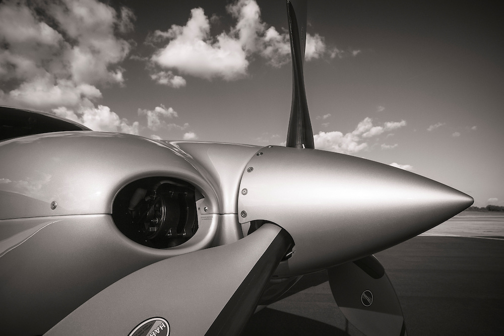Spinner, prop, and cowling of a Cirrus Vision Inspired SR22T.
