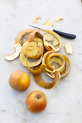 Preparing apples