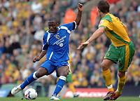 Photo: Ashley Pickering.<br />Norwich City v Cardiff City. Coca Cola Championship. 21/10/2006.<br />Malvin Kamara fires in a shot for Cardiff.