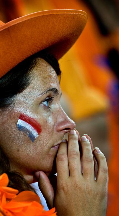 Zwitserland. Basel, 21-06-2008.<br /> EK voetbal. Kwartfinale Nederland tegen Rusland.<br /> Nederland verliest met 3-1 van het team van Guus Hiddink. Oranjesupporters zitten teleurgesteld in de tribune.<br /> Foto: Patrick Post / Sportstation