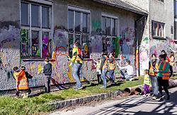 06.04.2019, Handelshafen, Linz, AUT, Saisonstart der Mural Harbour Gallery, am Samstag, 06. April 2019, anlässlich des Saisonstart der Mural Harbour Gallery, in Linz, im Bild Besucher beim Graffiti Chrashkurs // during the season start of the Mural Harbor Gallery at the Handelshafen in Linz, Austria on 2019/04/06. EXPA Pictures © 2019, PhotoCredit: EXPA/ JFK