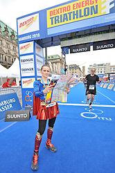 17.07.2010, Hamburg, GER, Triathlon, Dextro Energy Triathlon ITU World Championship, Prommi-Staffel ,  im Bild Ina Menzer (Boxerin) als Super-Women verkeidet im Ziel.EXPA Pictures © 2010, PhotoCredit: EXPA/ nph/  Witke / SPORTIDA PHOTO AGENCY