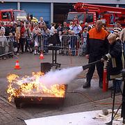 Huizerdag 2002, Open dag brandweer, jeugd mag brandje blussen