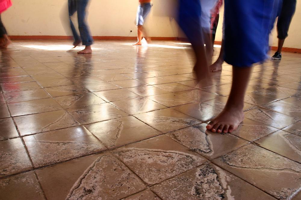 Rio Acima_MG, Brasil...Oficina de Street Dance do Projeto Fred...The Street Dance workshop of Fred Project...Foto: LEO DRUMOND / NITRO