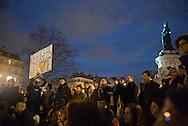 """""""Nuit Debout"""", cinquième nuit consécutive Place de la République à Paris, lundi 4 avril 2016"""