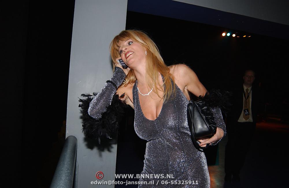 Playboyfeest 2003, Kim Holland bellend