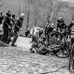 25-02-2017: Wielrennen: Vrouwen Omloop Het Nieuwsblad: Gent <br /> GENT (BEL) wielrennen  <br /> Amy Pieters valt op de Paterberg