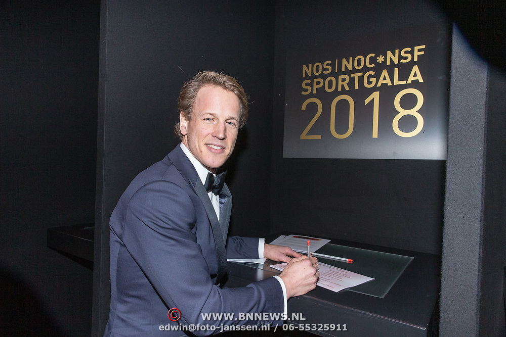 NLD/Amsterdam/20181219 - NOC*NSF Sportgala 2018, Epke Zonderland brengt zijn stem uit