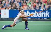 AMSTERDAM - Hockey - Eva de Goede (Neth) scoort uit een strafbal.    Interland tussen de vrouwen van Nederland en Groot-Brittannië, in de Rabo Super Serie 2016 .  . COPYRIGHT KOEN SUYK