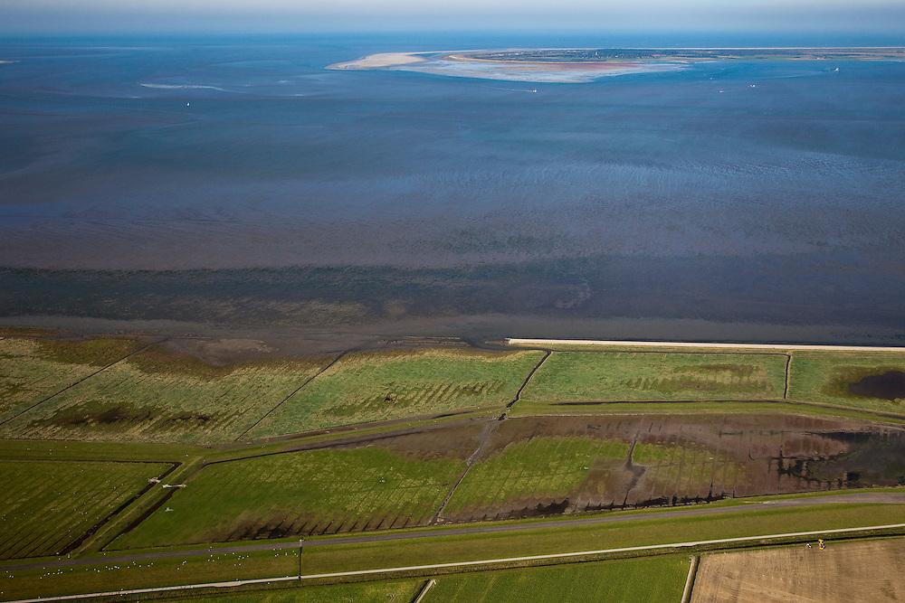 Nederland, Friesland, Gemeente Dongeradeel, 08-09-2009; Peazemerlannen, kweldergebied grenzend aan het Wierumerwad en de Waddenzeee. Het gebied is ontstaan door spontane uitpoldering bij storm in 1973 waarbij er een gat geslagen werd in de bitumendijk. Onder de zeedijk (op delta hoogte), diagonaal de zigzag lopende dijk van de zomerpolder. Het natuurgebied is in beheer bij  It Fryske Gea. Aan de horizon de Schiermonnikoog..Peazemerlannen, salt marshes bordering the Wierumerwad and Waddenzeee. The area has been created in 1973, a severe storm made a hole in the outside polder dike. Below the seawall (delta height),  in the middle the dike  of the summer polder. The area is a nature reserve, managed by It Fryske Gea.luchtfoto (toeslag); aerial photo (additional fee required); .foto Siebe Swart / photo Siebe Swart