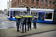 AMSTERDAM - politie agent agenten op straat politie agenten agent , Politie agenten surveilleren door het centrum van