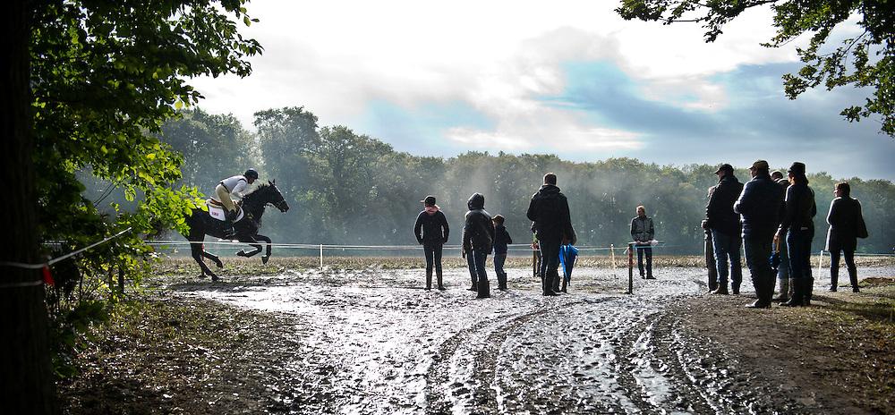 Nederland, Boekelo, 13-10-2012.<br /> Hippische Sport, Military Boekelo.<br /> Pippa Funnell met Or Noir de la Loge ( paard ).<br /> Foto : Klaas Jan van der Weij