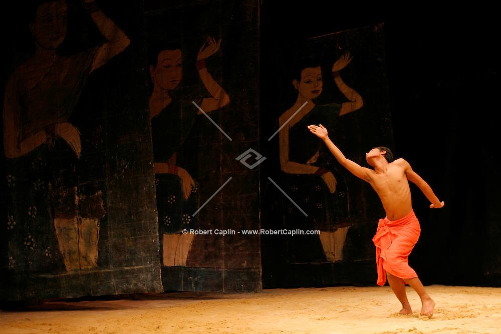 """A dress-rehersial of """"Cambodian Stories: An Offering of Painting and Dance"""" is performed at the Asia Society in Manhattan. Friday, May 19, 2006. (Robert Caplin For The New York Times)..."""