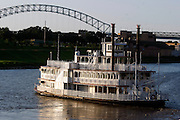 The Memphis Queen arrives back on the banks of the Mississippi River in downtown Memphis. Scenes from downtown Memphis, Tennessee.