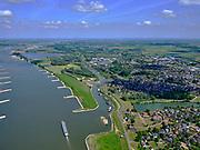 Nederland, Gelderland, gemeente West Maas en Waal; 14–05-2020; rivier de Waal ter hoogte van Beneden-Leeuwen. Waalbandijk en dode rivierarm met woonschepen. <br /> River Waal at the height of Beneden-Leeuwen.<br /> luchtfoto (toeslag op standaard tarieven);<br /> aerial photo (additional fee required)<br /> copyright © 2020 foto/photo Siebe Swart