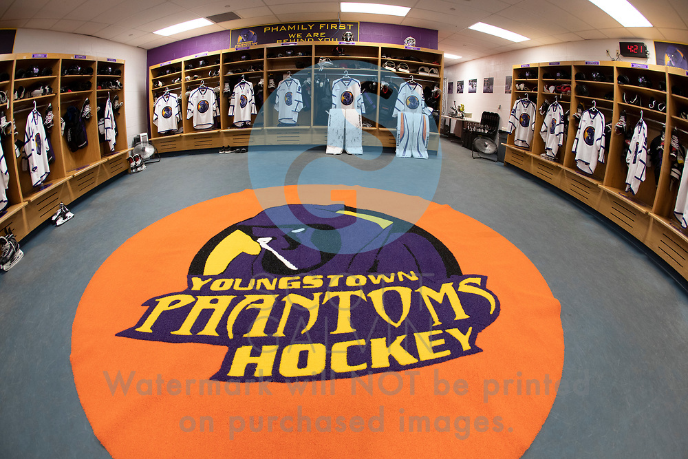The Youngstown Phantoms defeat the Dubuque Fighting Saints 6-3 at the Covelli Centre on October 26, 2018.